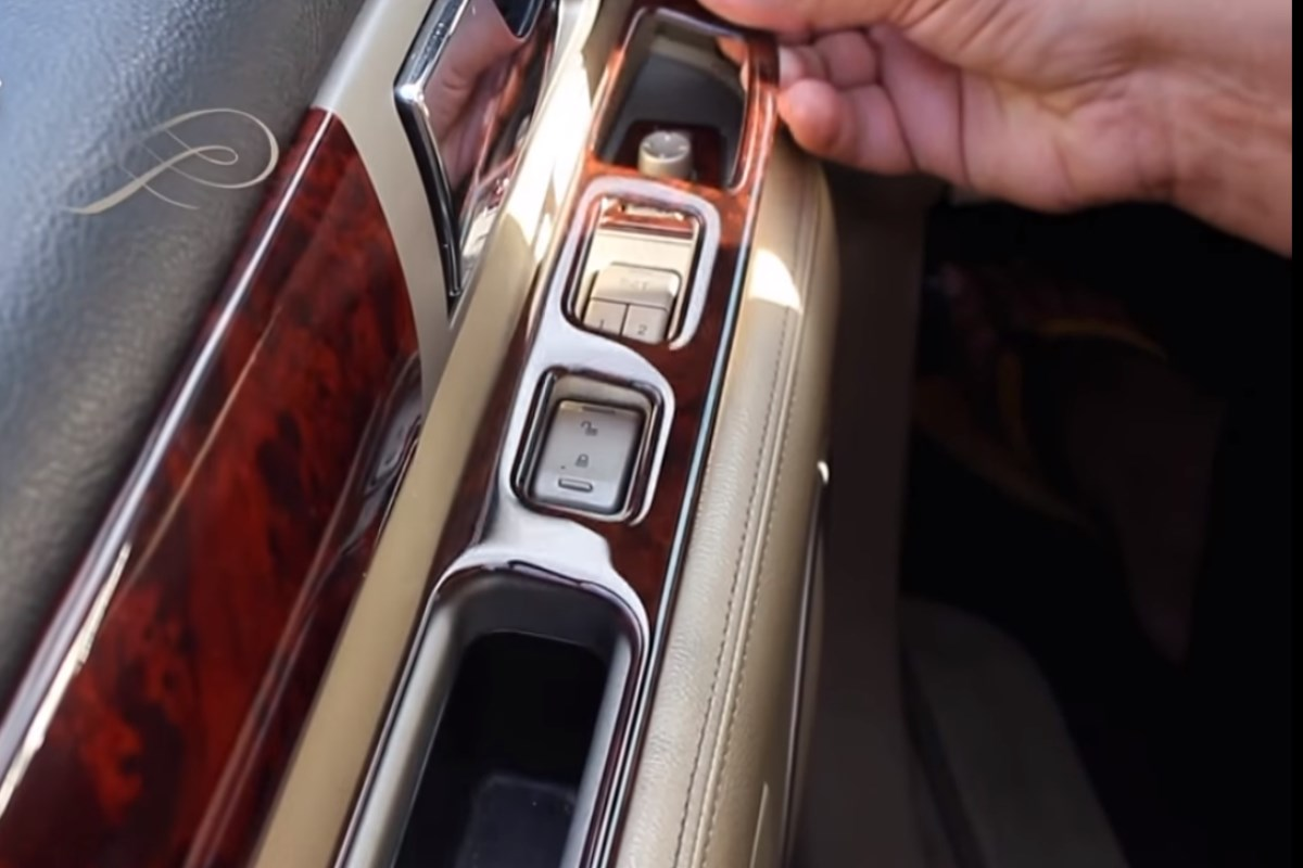 When it comes to selecting the material from which your dash trim will be made from,